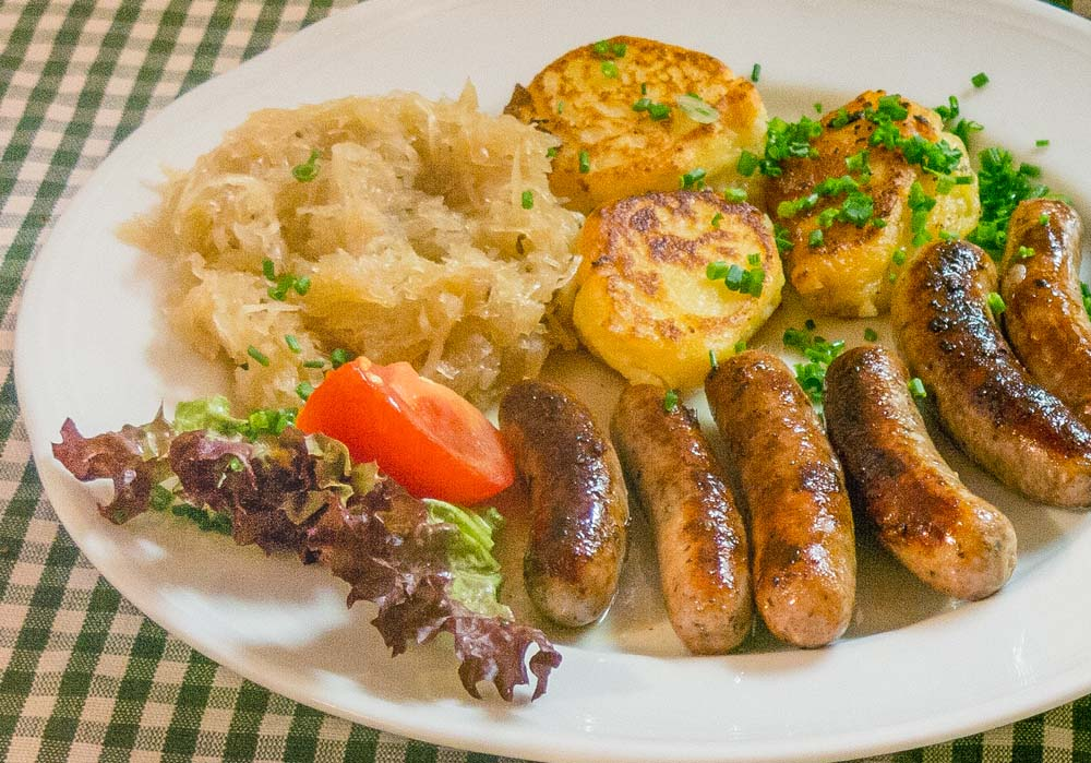 Bayerische Küche mit regionalen Produkten in der Gaststätte Schmiedbräu in Unterwössen/Chiemgau.